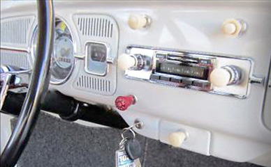 Custom Autosound USA Radio Installed in Beetle Dash